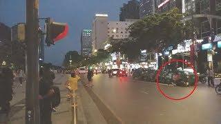 Đang quay CSGT dẫn đoàn gặp cảnh xe trượt nhớt té xe - accident scene when film police convoy