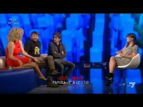 VICTOR VICTORIA – Salemme, Brilli e Soldini alla prova del 'celo manca'