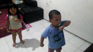 Chicken dance antv #lialio lucu alis nya naik turun naik turun wkwk