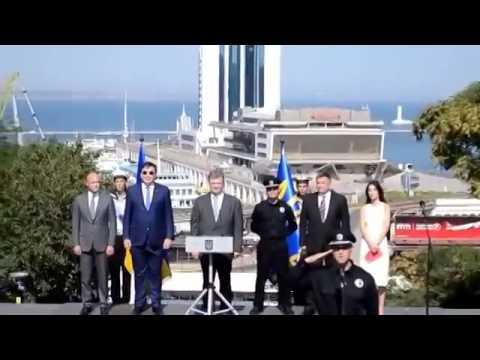 Саакашвили одел штаны задом наперед и заметил только на трибуне