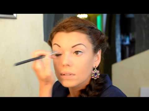 Проблема - нависшие веки. Решение - макияж.