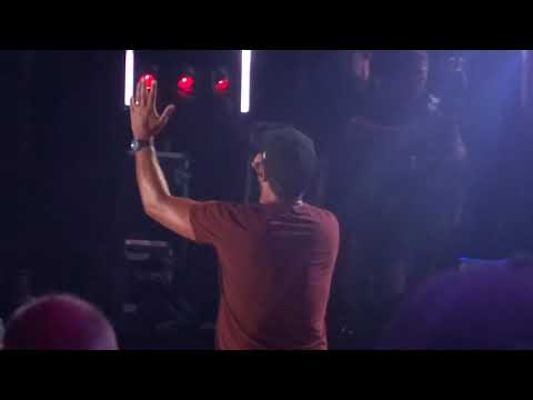 "Download Lagu  Luke Bryan sings ""Knockin' Boots"" live at CMA Fest Mp3 Free"