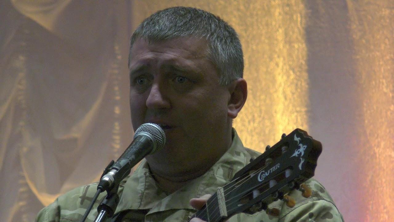 До Дня Збройних Сил у Калуші лунали пісні війни ветерана АТО та капелана