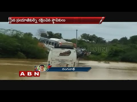 Bus gets stuck in flood water, passengers rescued | Jayashankar Bhupalpally district