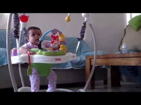 Bailando El Pollito Cha Cha Con Solo 5 Meses video