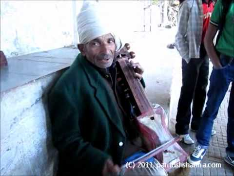 Amazing Religious Song in a Folk Voice at Vaishno Devi, India