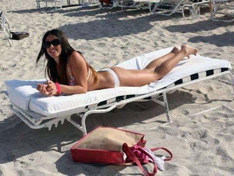Claudia Romani Displays Her Sexy Bikini Body In Miami
