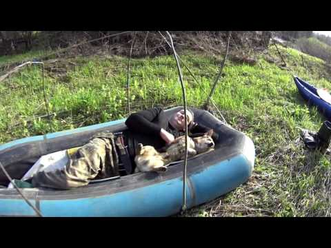 как укрыться в лодке от дождя