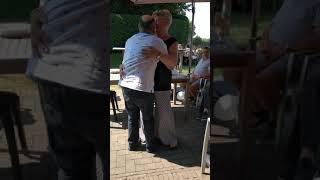Mijn oma en opa hun eerste dans na 30 jaar