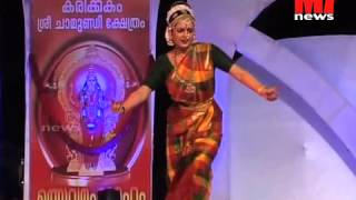 Thanichalla Njan - MANJU WARRIER performing classical dance in KARIKKAKOM temple