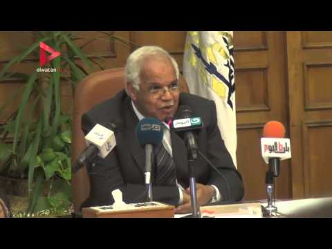 محافظ القاهرة يحذر الحجاج من السياسة ويطالبهم بالدعاء لمصر والسيسي
