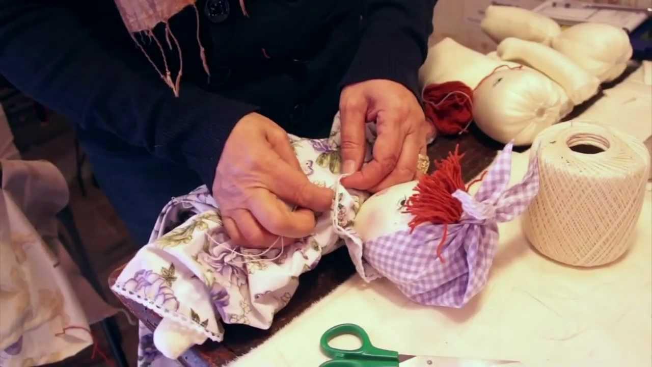 Le bambole di stoffa realizzate da rosita youtube for Gnomi di stoffa fai da te