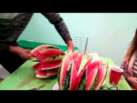 Как правильно разрезать арбуз