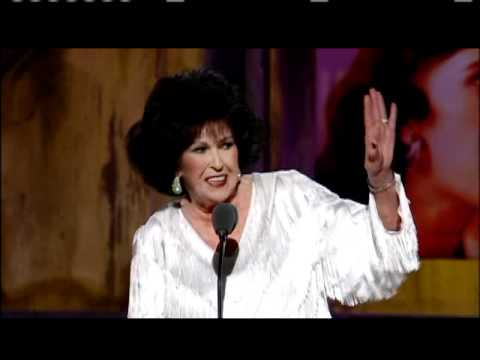 Wanda Jackson accepts Inductions 2009