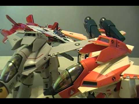 Review of Bandai DX Chogokin YF-29 Durandal Valkyrie - CollectionDX