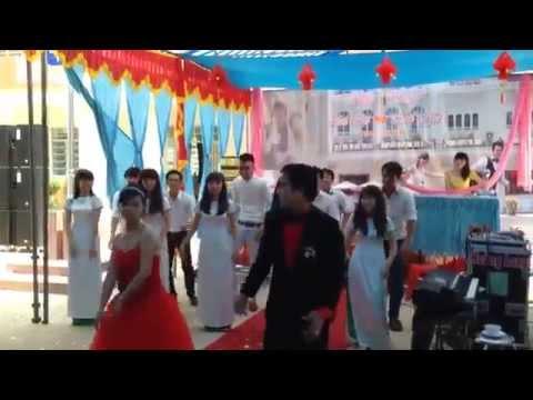 cô dâu chú rể nhảy vui trong đám cưới ^.^