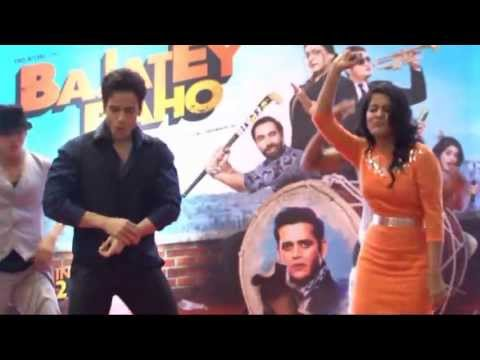 'bajaatey Raho' Promotion. 'nagin Nagin' Song & Dance. Tusshar Kapoor, Vinay Pathak & Vishakha Singh video