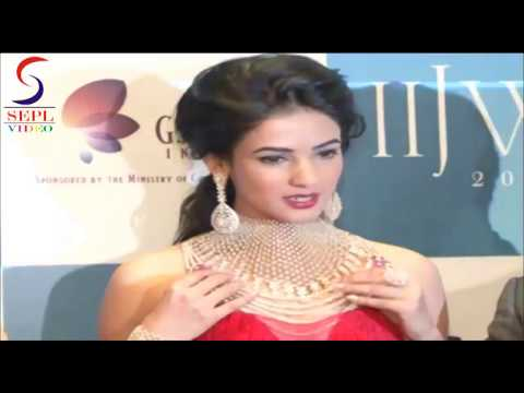 Sexy Sonal Chauhan Tight Bums Exposed In Red Hot Gown video