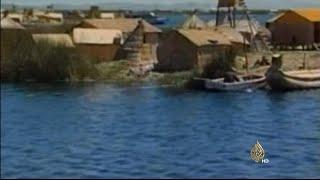 جزر عائمة من العبوات البلاستيكية في بوليفيا