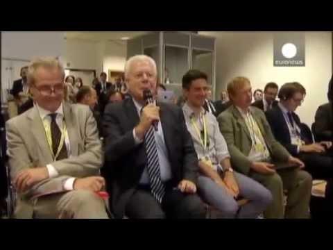 Udo van Kampen gröhlt Angela Merkel ein Ständchen - Hollande ist begeistert