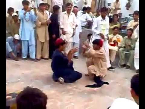 Main Nagin Tu Sapera (pushto Male Funny Dance) video