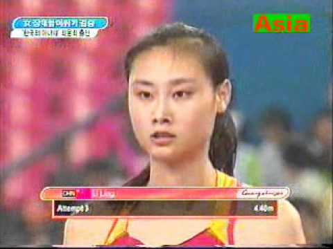 AN  ASIA  WOMAN   POLE  VAULT !.wmv