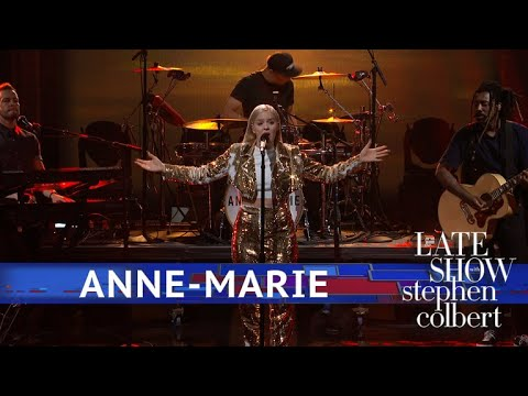 Anne Marie Performs '2002'