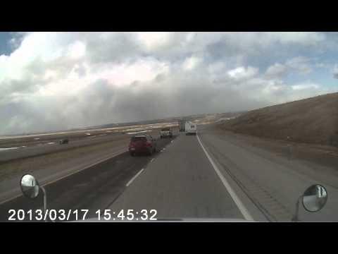 Сильный ветер перевернул грузовик