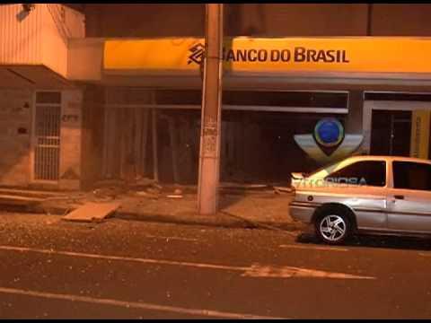 Bandidos estouram caixa eletrônico em agência no bairro Aparecida