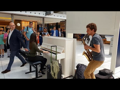Download This is amazing! A spontaneous piano/sax performance with Ladyva at Charles de Gaulle airport Mp4 baru