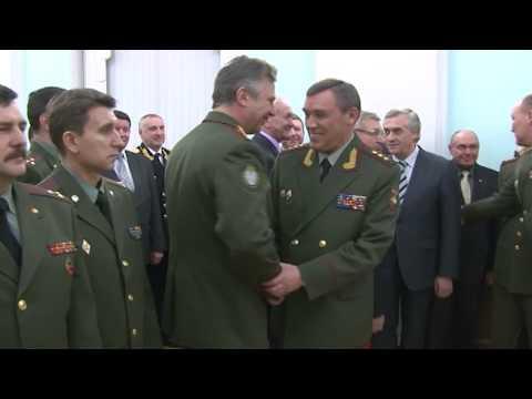 Валерий Герасимов передал штандарт командующего войсками ЦВО  Николаю Богдановскому