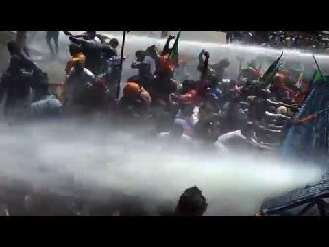 BJP Yuva Morcha activists protest demanding Oomen Chandy's resignation At Thrissur.