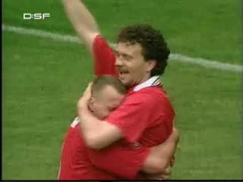 Saison 1997/98: Aufsteiger Kaiserslautern wird sensationell Meister vor den leeren Flaschen aus Muenchen. Unvergessen! (Ausschnitt aus den DSF Bundesliga Classics) --Alle Urheberrechte liegen...