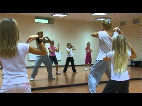 Современные танцы (7-10 лет). Хореограф - Саша Ванакова