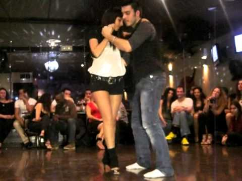 Chavy y Marta. Improvisación de kizomba Video Download