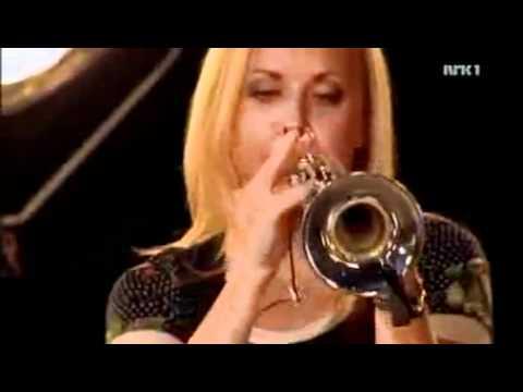 Solo de trompeta - trio tokando tango