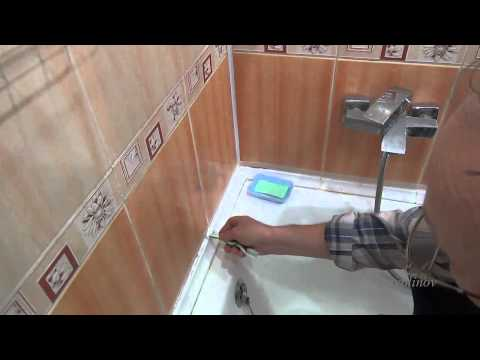 Протекает вода между ванной и стеной, как исправить проблему