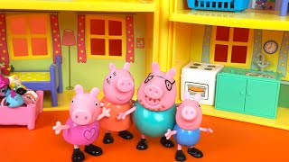 Peppa Pig house  ❤ George doesn't want to clean his room which is full of toys