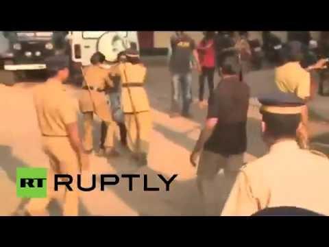 """الشرطة الهندية تتصدى لحملة """"القُبلات بين العامة"""""""