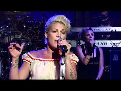 Pink - Who Knew (live) video