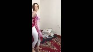 Very hot and sexy desi girl dance