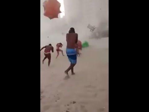 Banhistas São Atingidos Por Mini Tornado Na Praia De Piedade - Pernambuco