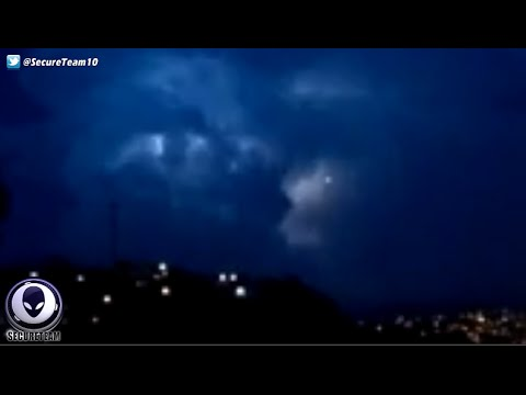 WOW! UFO Watches & Then Enters Epic Lightning Storm! 4/22/16