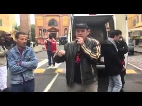 09/04/2016 - Castelnuovo: intervento finale manifestazione degli operai della macellazione carni
