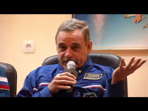 Expedition 41/42 Crew Meets Russian Commission Officials and Reporters as Launch Approaches