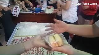 Đi sinh nhật Đông Nhi có bánh mang về, đáng yêu quá đi...