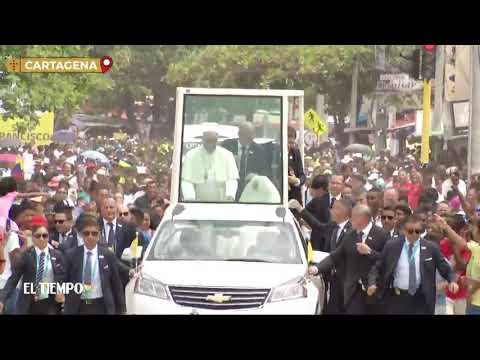 Papa Francisco se golpea contra el papamóvil en Cartagena | EL TIEMPO