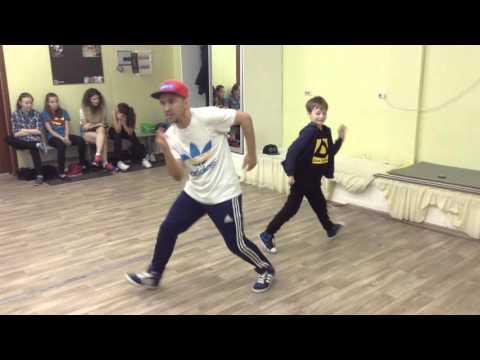 9 базовых хип-хоп движений для 1 уровня
