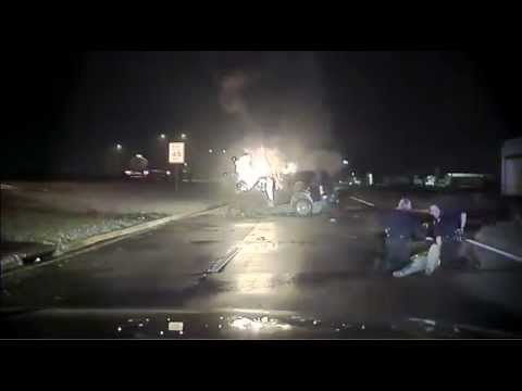 2 Texas cops rescue driver from burning SUV