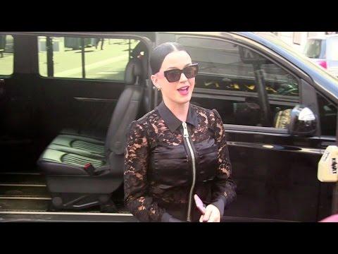 EXCLUSIVE - Singer Katy Perry running errands in Paris